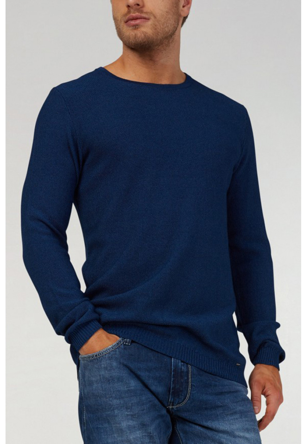 Вязаный синий свитер