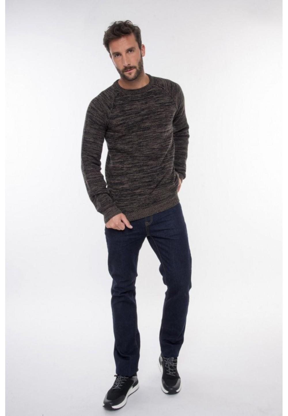Вязаный бордовый пуловер