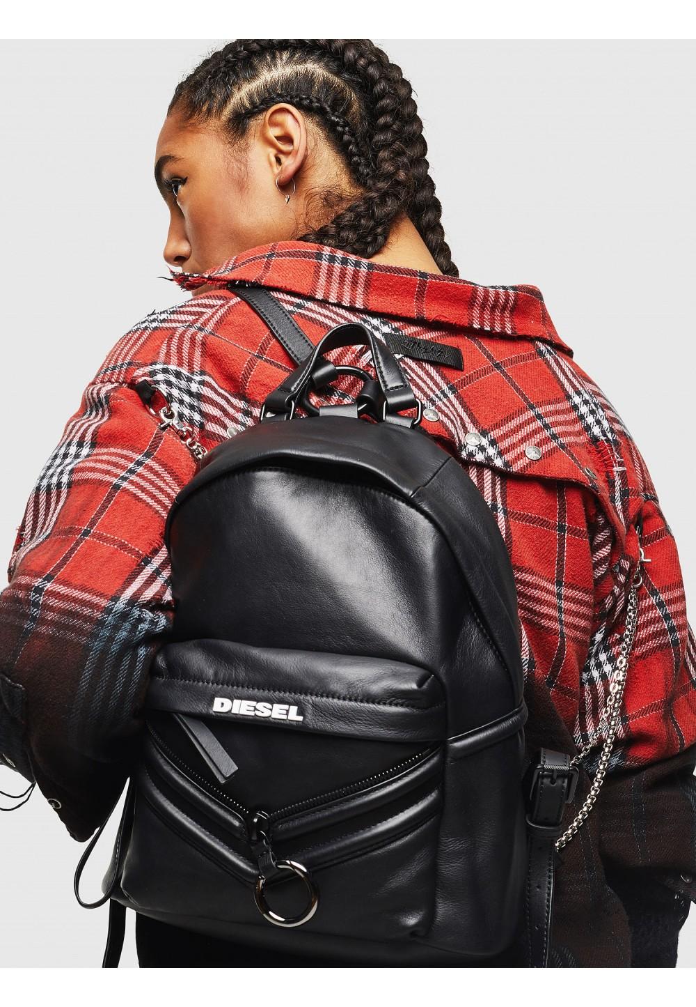Кожаный рюкзак с заплатками