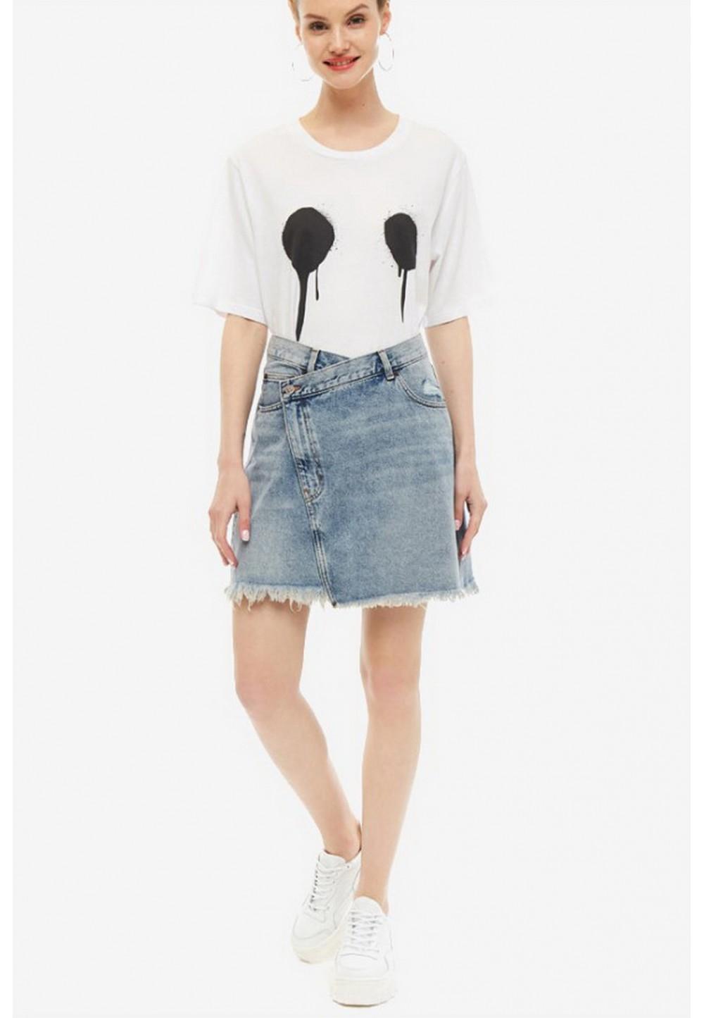 Джинсовая юбка с рваными деталями