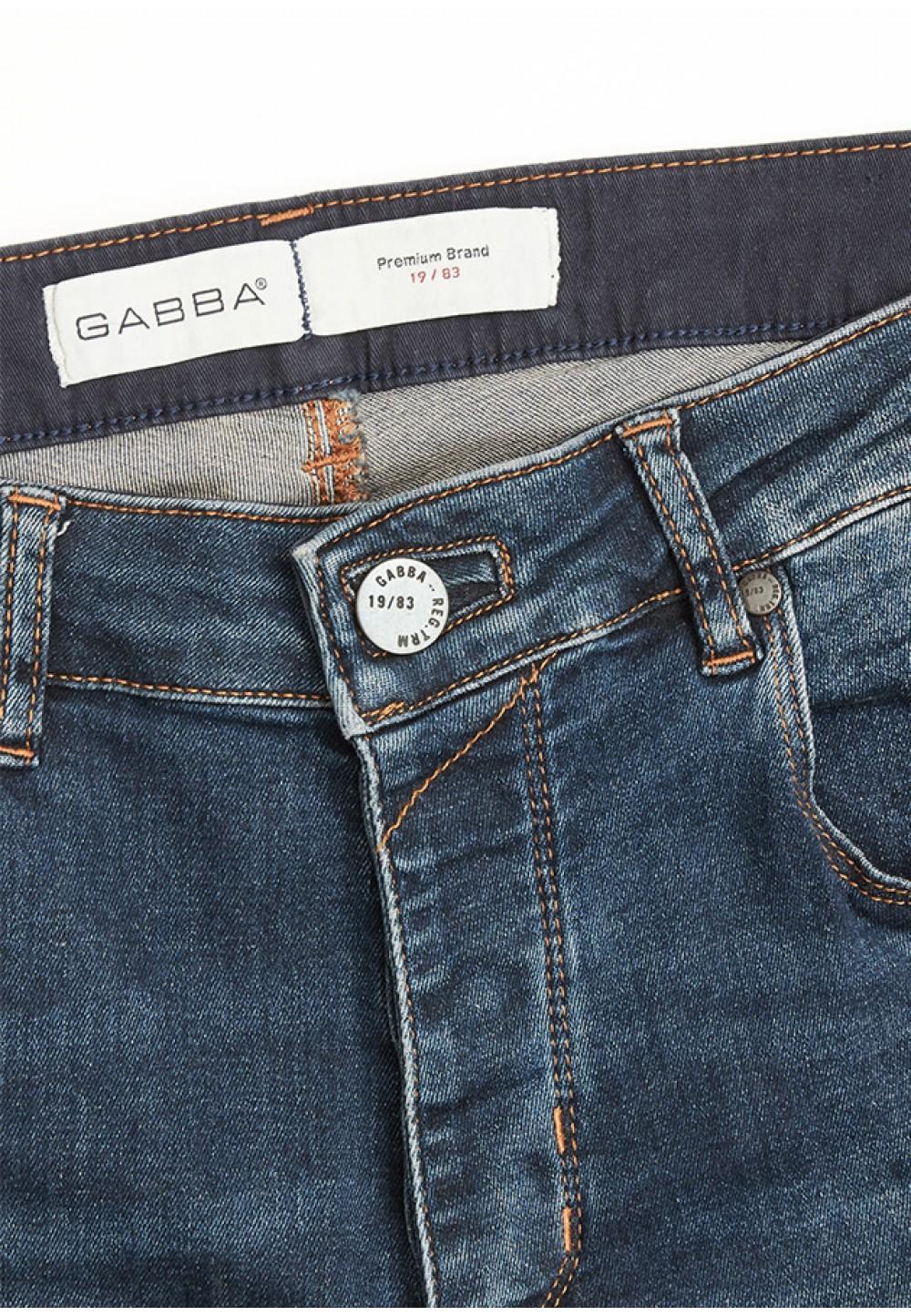 Синие джинсы прямого кроя