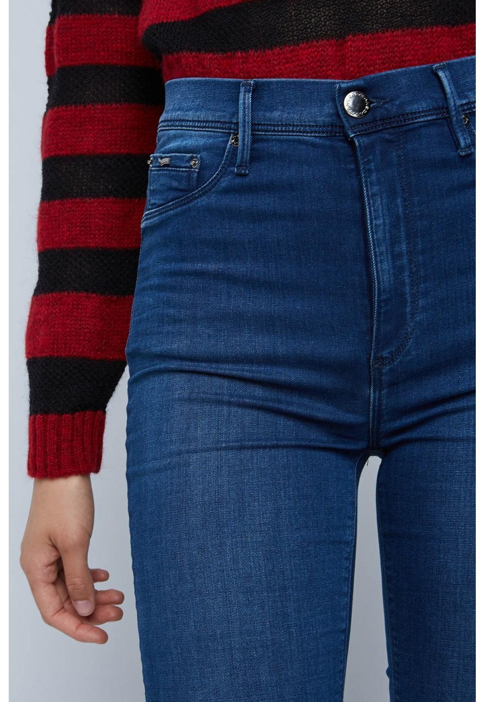 Зауженные синие джинсы