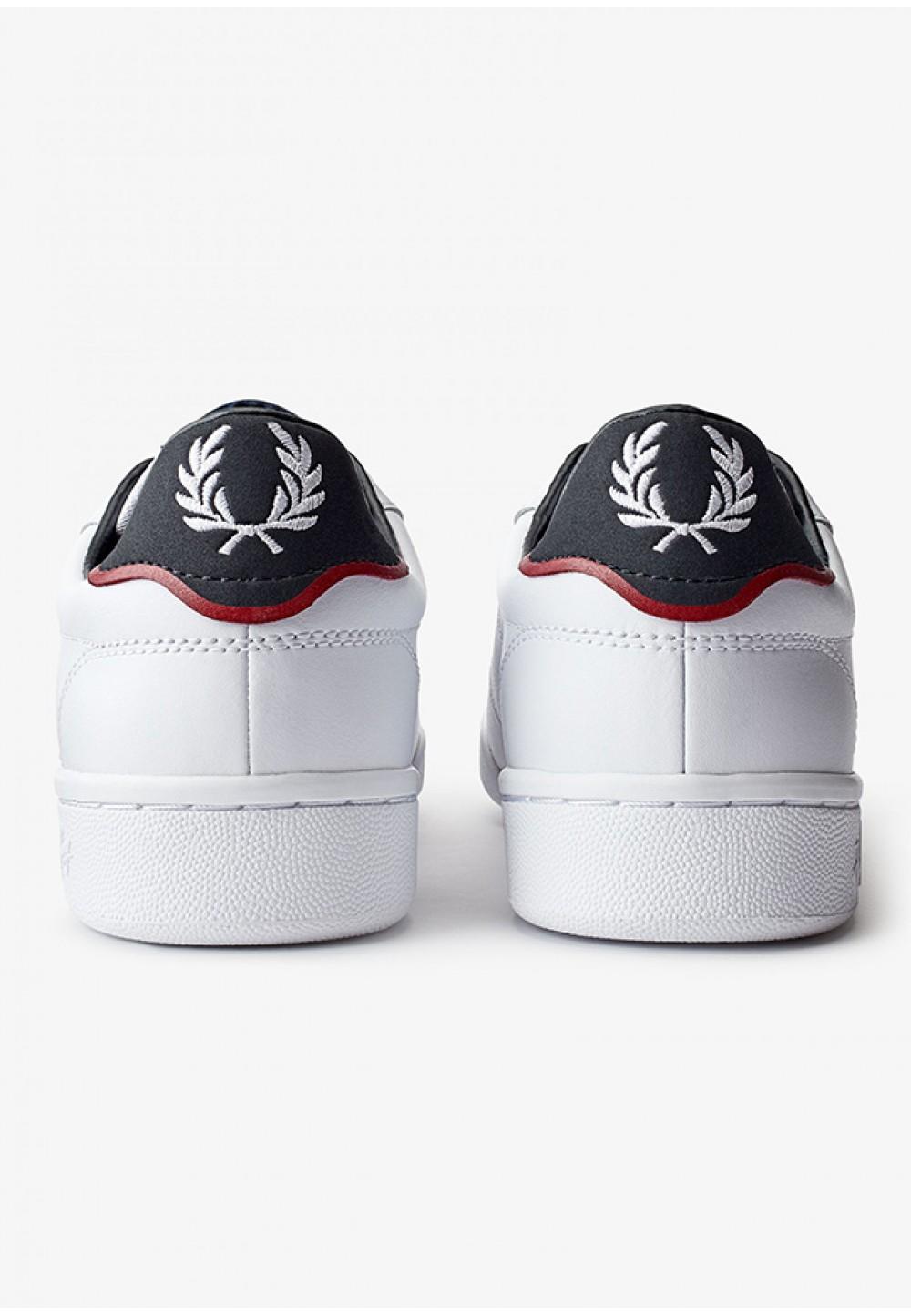 Стильные белые кеды с логотипом