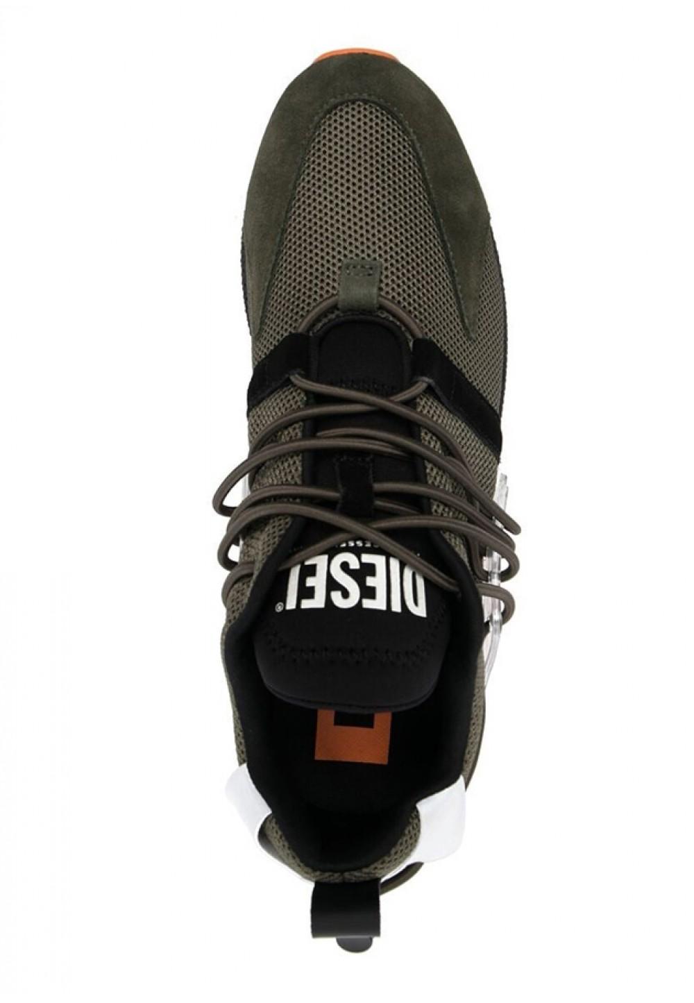 Кросівки з яскравою підошвою